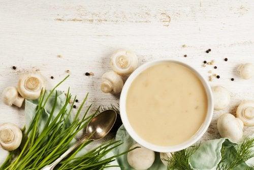 ¿Cómo preparar una crema de champiñones?