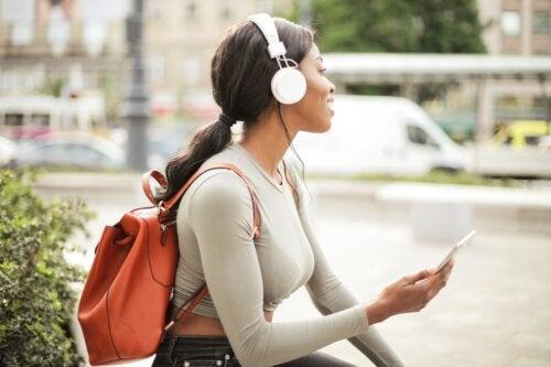 Daños que trae la mala utilización de los audífonos y su uso adecuado