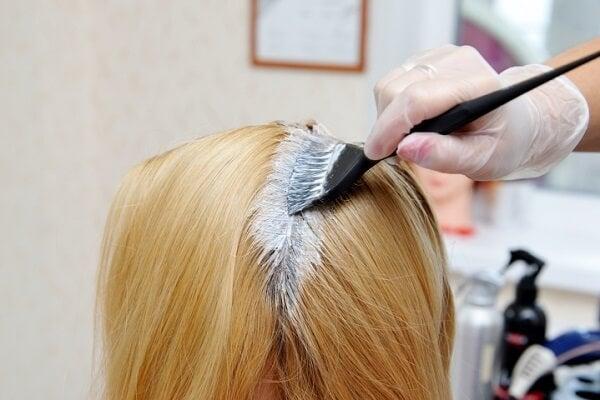 La mejor manera de decolorar el cabello sin maltratarlo