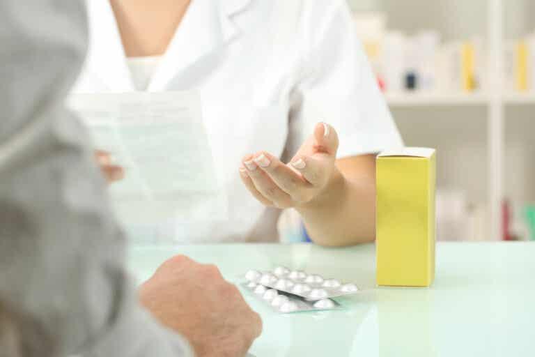 ¿Por qué los antibióticos necesitan receta para ser dispensados?