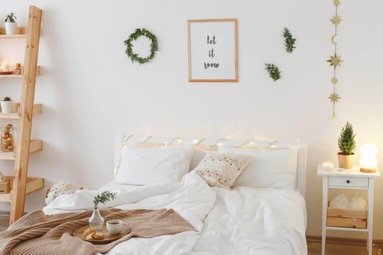 Dormitorio blanco estilo minimalista o nórdico.