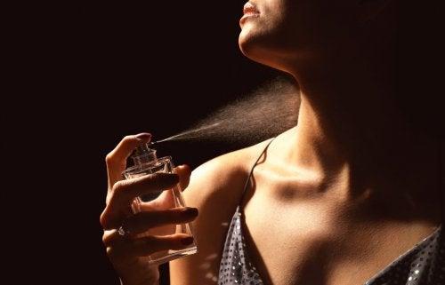 ¿Estás echando bien el perfume?