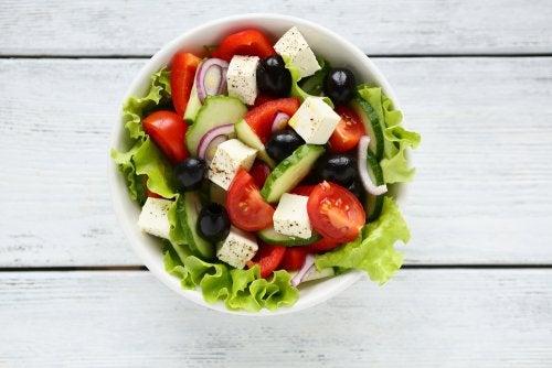 Receta para sorprender con una deliciosa ensalada griega