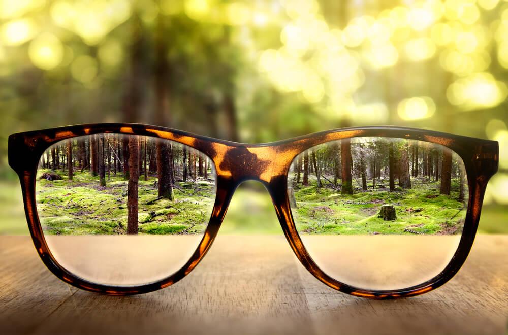 ¿Qué puede causar visión borrosa y cómo tratarla?