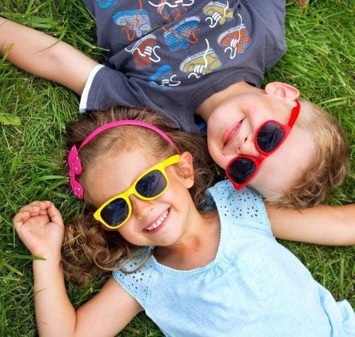 Consejos sobre el uso de gafas de sol para niños