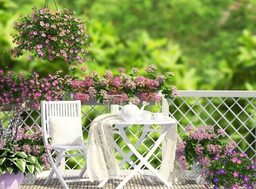 Es posible decorar la terraza de muchas maneras.