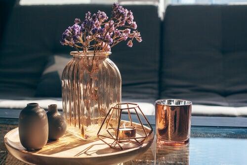 Los jarrones son excelentes aliados de la decoración.