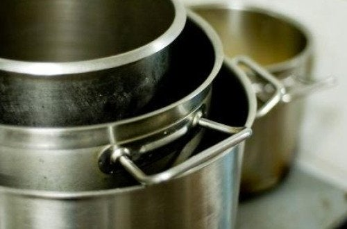 Materiales de cocina: cómo tener ollas relucientes.