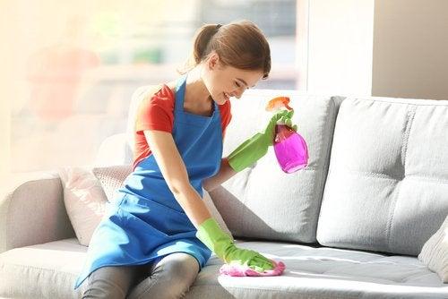 5 ingredientes para limpiar el polvo de los muebles