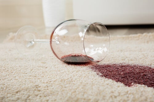 Aprende cómo eliminar las manchas difíciles de las alfombras