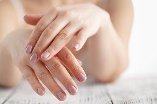 6 remedios caseros para desinflamar las manos