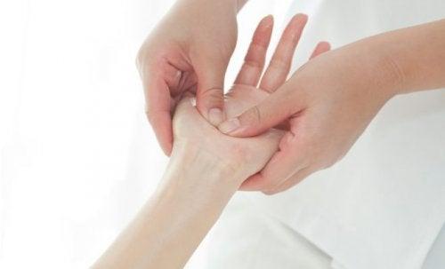 ¿Cuáles son los beneficios de un masaje en las manos?