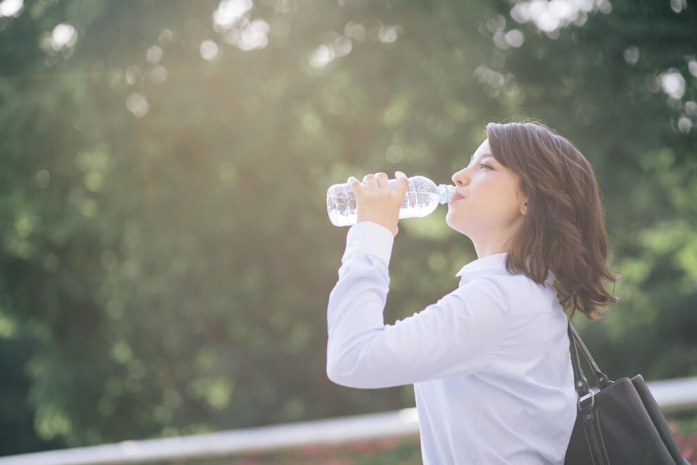 Cómo preparar un suero casero para aliviar la deshidratación