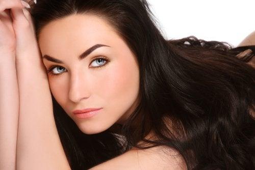 Recupera el brillo de tu cabello después del verano con estos 6 consejos
