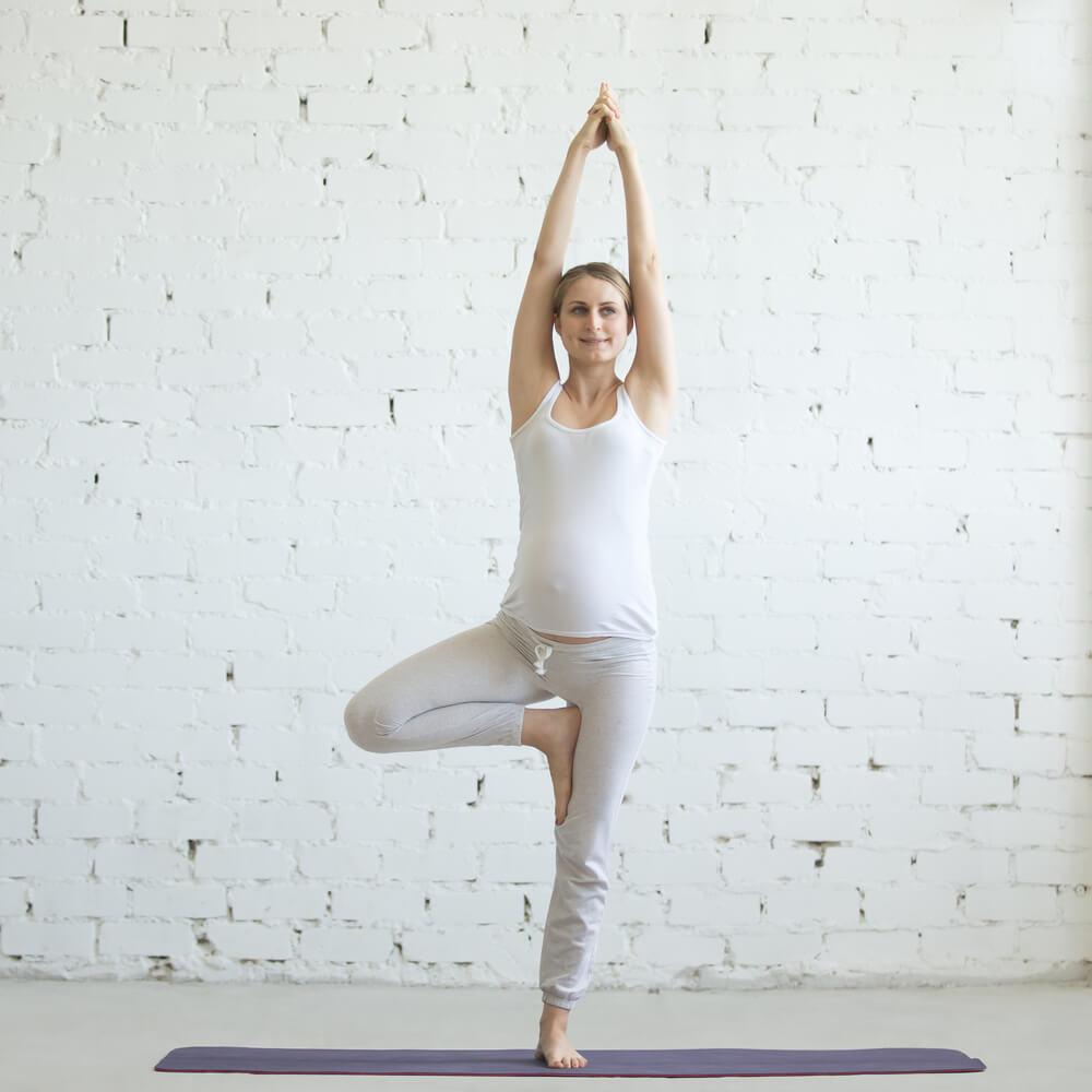 Yoga y embarazo: ¿Qué posturas puedo practicar?