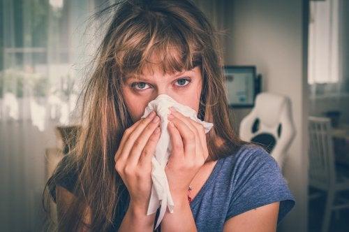¿Cuáles son las diferencias entre la rinitis alérgica y el resfriado común?