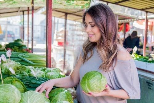 Envueltos de repollo con zanahoria para enfermedades inflamatorias