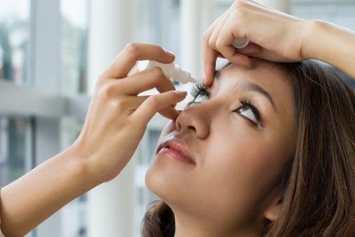 Oximetazolina oftálmica: qué es y cuáles son sus efectos