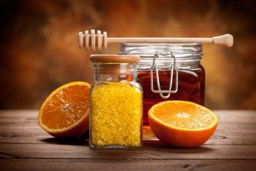 Mesa con miel y cítricos
