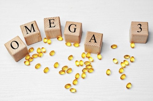 """Cápsulas con bloques de letras formando la palabra """"omega 3"""""""