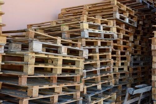 Con palets de madera se pueden hacer numerosos muebles.