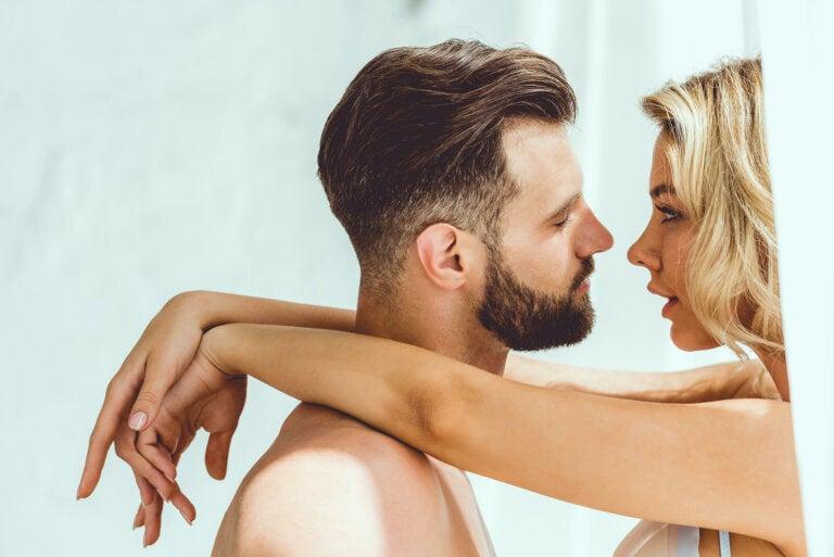 Un beso de tornillo: descubre la técnica