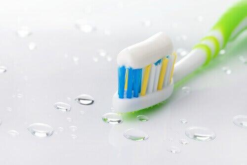 La pasta de dientes tiene múltiples usos.