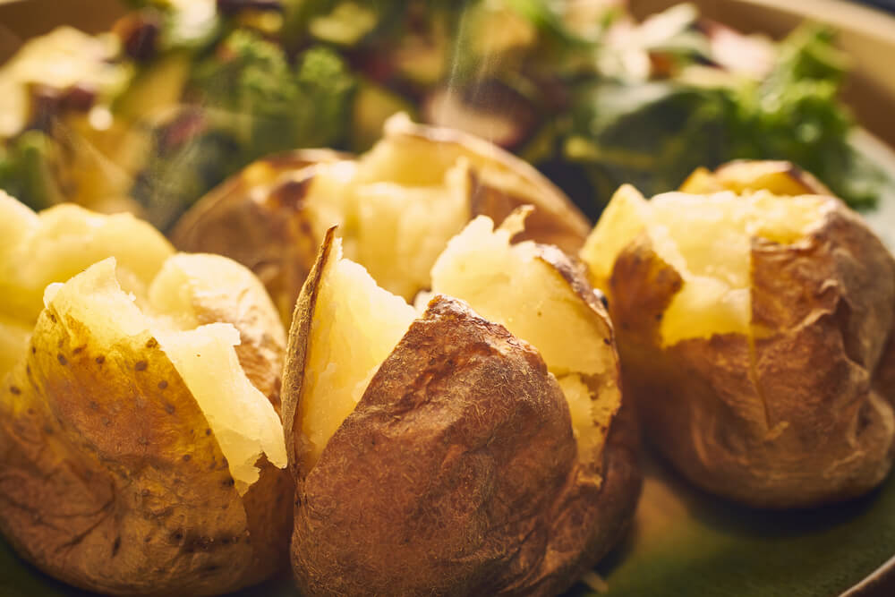 Delicias al horno: 5 recetas de patatas asadas