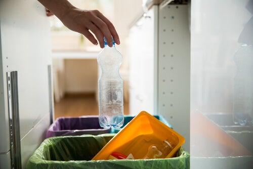 8 formas de reducir el uso de plástico en tu hogar