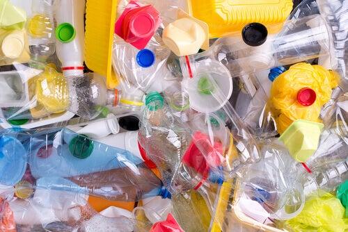 Los plásticos son fácilmente reutilizables si se reciclan.