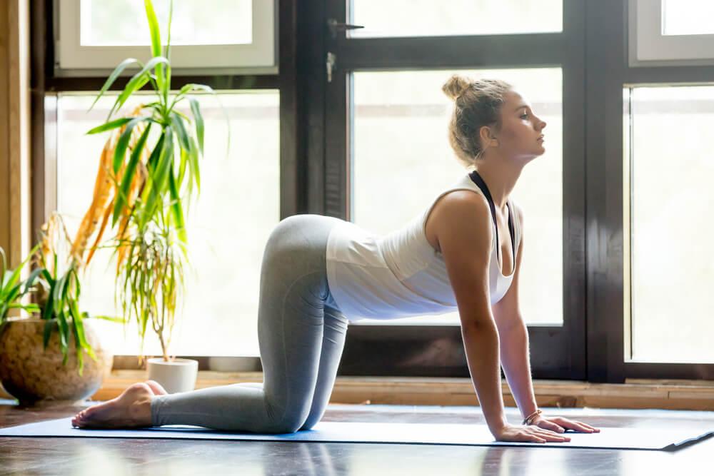 Yoga, relajación mediante el dominio del cuerpo y las posturas
