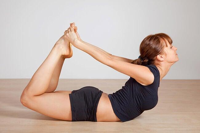 Ejercicios de yoga para adelgazar: postura del arco