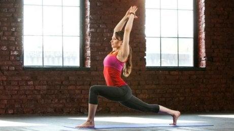 Ejercicios de yoga para adelgazar: postura del guerrero