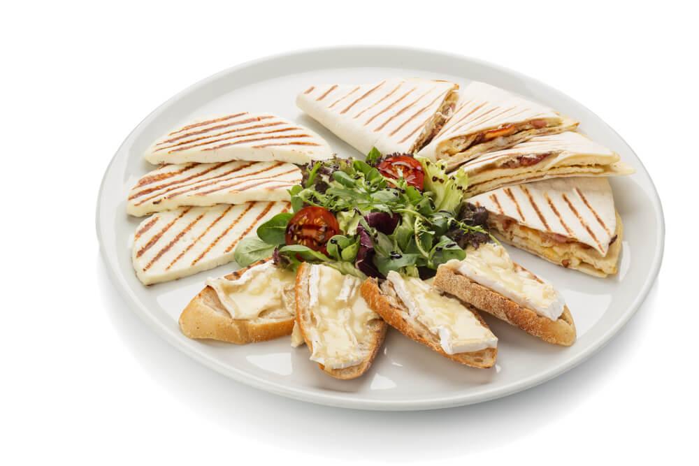 Haz unas deliciosas quesadillas con pera y queso azul