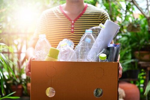 ¿Cómo reutilizar los envases de plástico que se acumulan en el hogar?
