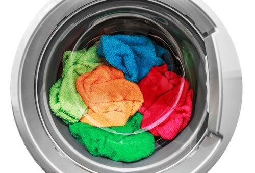 Existen ingredientes que te ayudan a mantener el color en tus prendas de ropa.