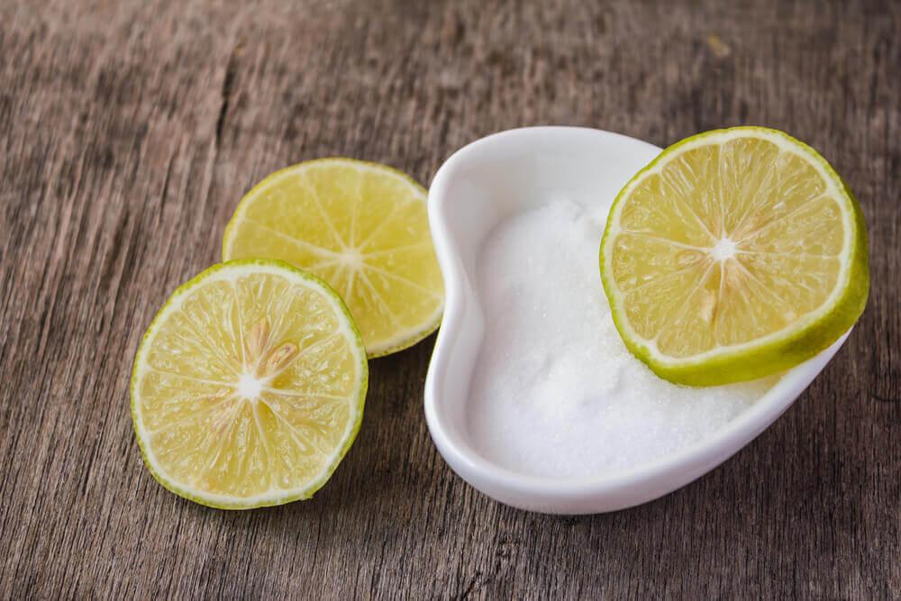 Sal y limón para las manchas de ropa.
