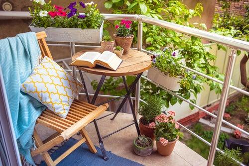Decorar una terraza al estilo romántico puede ser muy sencillo.
