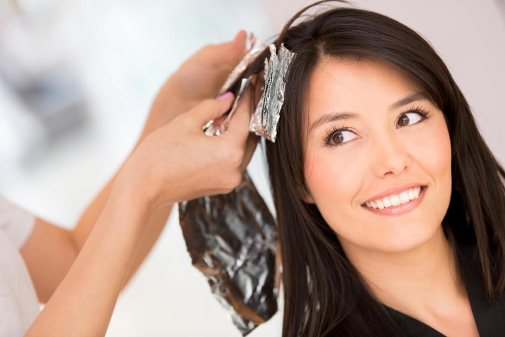 5 soluciones caseras para retirar el tinte del cabello