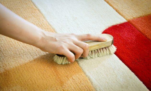 Existen diferentes trucos para eliminar las manchas difíciles de las alfombras.