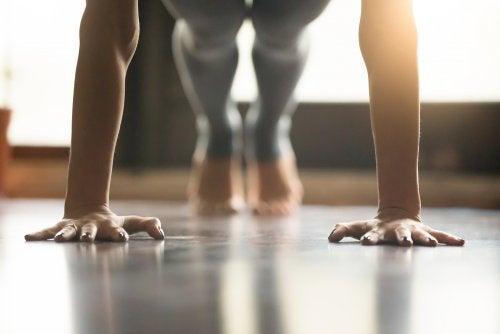 ¿Por qué practicando yoga se reafirman los músculos?