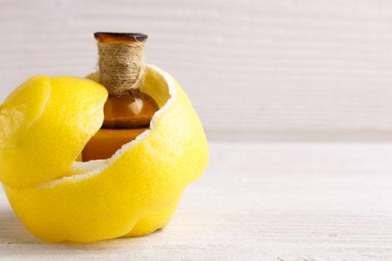 Remedio con limón para aliviar el dolor articular y los calambres