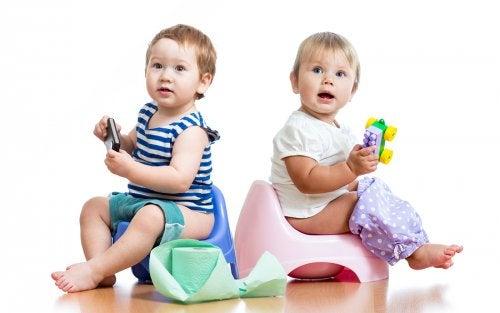 bebés en orinal