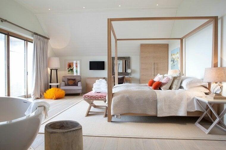 Los pies de cama son elementos decorativos y funcionales.