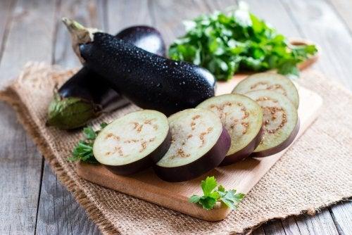Alimentos que reducen el colesterol: berenjena
