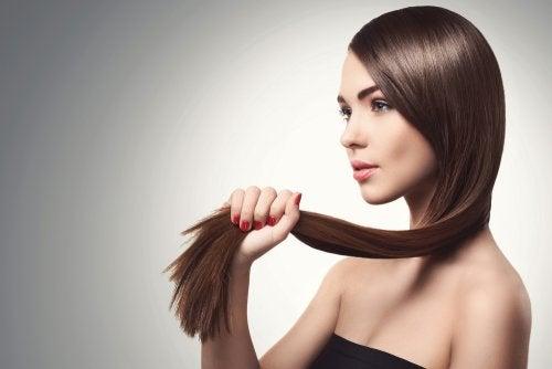 las semillas de uva favorecen la desaparición de la caspa del cabello