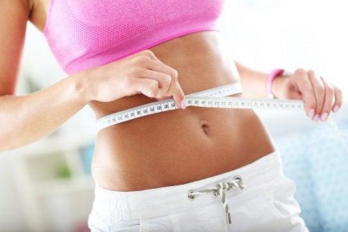 Cómo perder dos tallas de cintura con cambios en la dieta