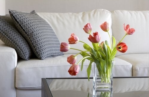 Se pueden realizar diferentes centros de flores para el salón.