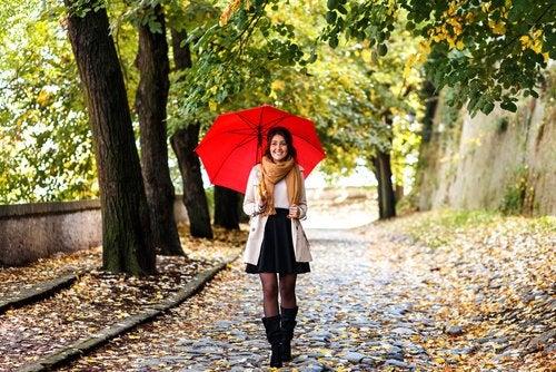 Chica con un paraguas