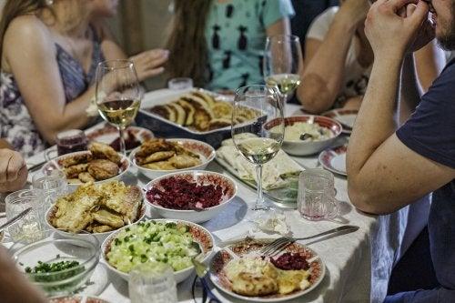 9 claves para evitar las comidas copiosas en fiestas